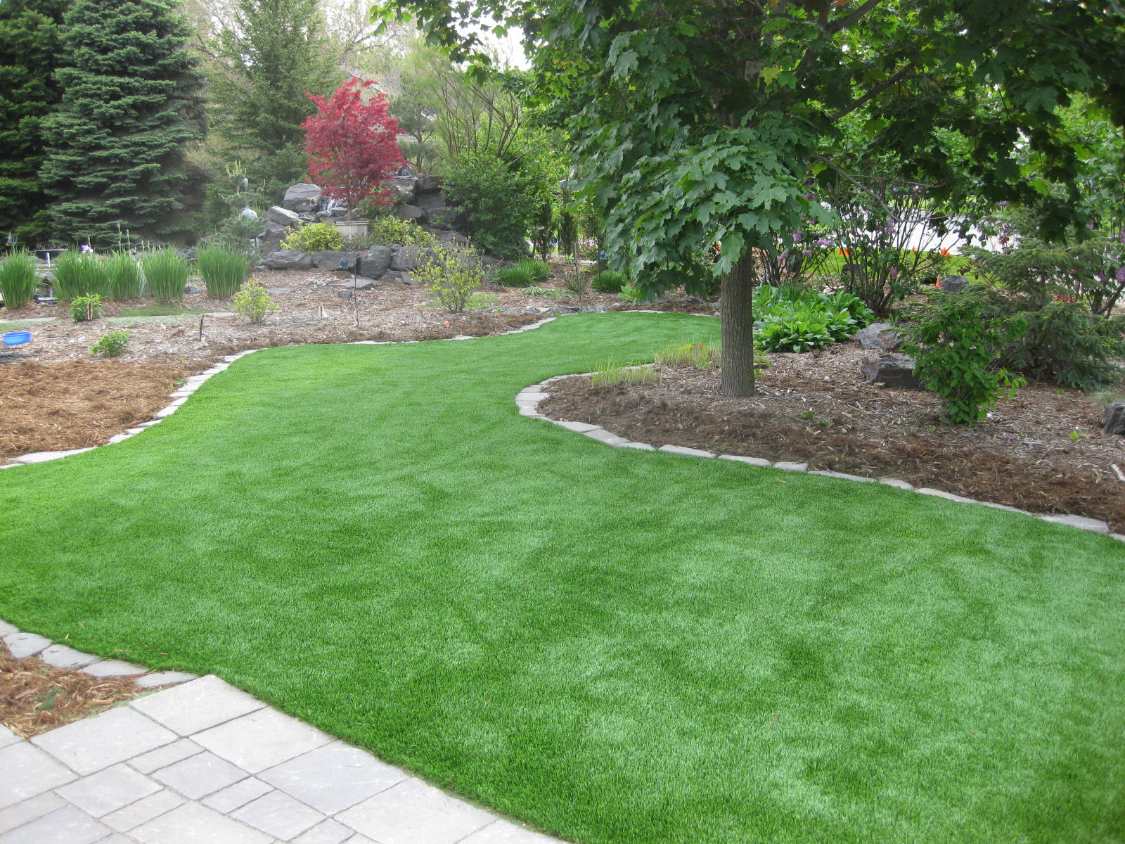 Artificial turf backyard Rock Xgrass Artificial Grass Lawns Remain Lush Vibrate And Professionally Manicured Throughout The Year Allgreen Artificial Grass Tour Greens Michigan Installer Of Xgrass Artificial Grass Lawns Turf